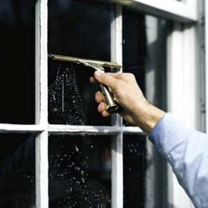 How to clean windows yourself - tips from a professional window cleaner